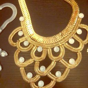 Gold gorgeous necklace w white stone embellishment